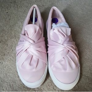 Pretty in Pink💖Bow Sneakers 💖New w/out box